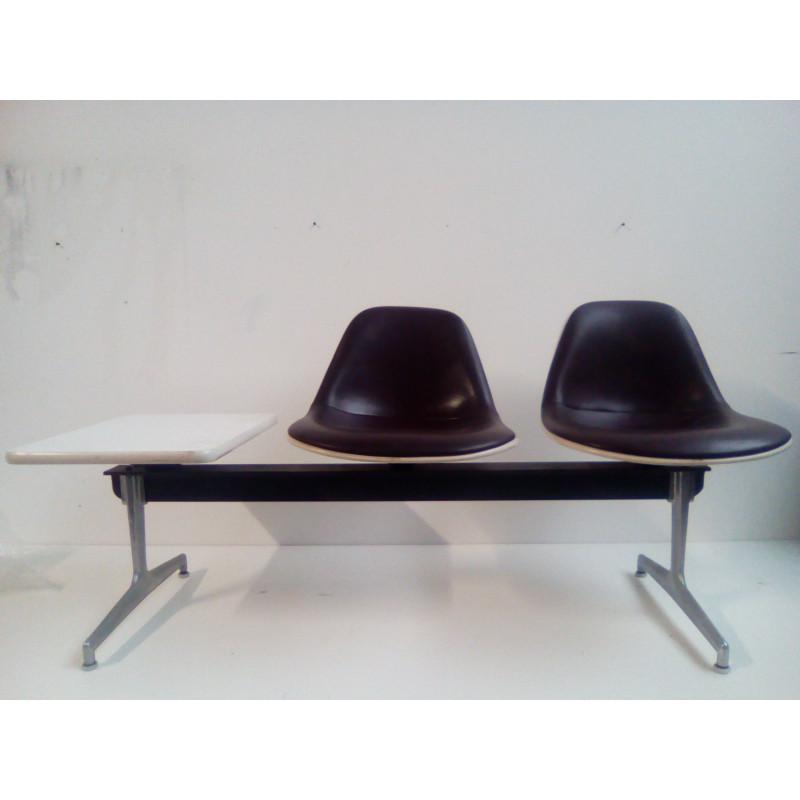 Banquette 2 places avec tablette de Charles et Ray Eames