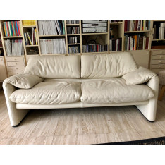 2-setaer Maralunga white sofas by Cassina