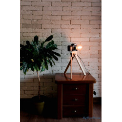 Toyama – Tripod wooden lamp