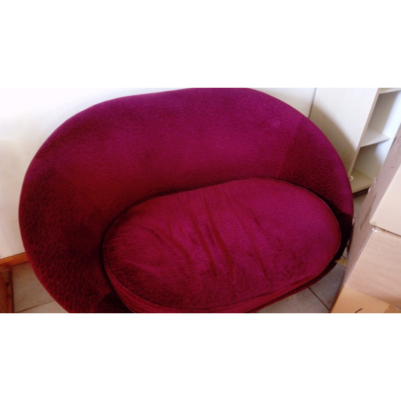 Made-to-measure dark pink sofa by Bretz