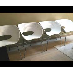 4 chaises blanches Tom Vac de Ron Arad pour Vitra