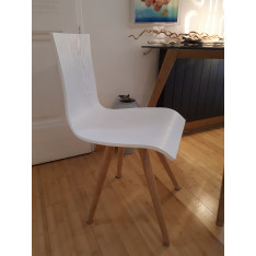 Lot de 2 chaises design scandinave en chêne massif de Made in design