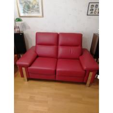 Canapé 2 places en cuir rouge de MB Salon