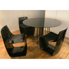 Lot de 4 chaises Sign Matt avec une table ronde de MDF Italia