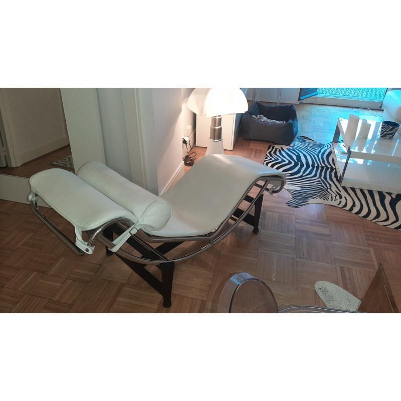 Chaise longue en cuir blanc le Corbusier