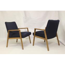 Paire de fauteuils scandinaves années 60 restaurés tissu bleu .